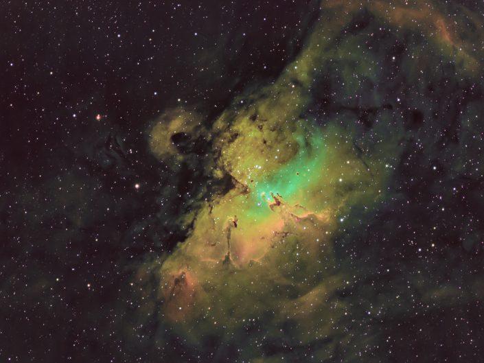 La Hubble Palette è una tecnica di elaborazione sviluppata dalla NASA per le immagini del telescopio spaziale Hubble. Serve ad evidenziare i diversi elementi chimici all'interno delle nebulose. Come per la fotografia normale in banda stretta vengono combinati i tre canali abbinati agli elementi chimici: Idrogeno (H-alfa), Ossigeno (0lll) e Zolfo (Sll). Questi sono gli elementi piu abbondanti nella composizione chimica delle nebulose e in fase di elaborazione vengono però montati nel seguente modo: Sll al rosso, Ha al verde e 0lll al blu.