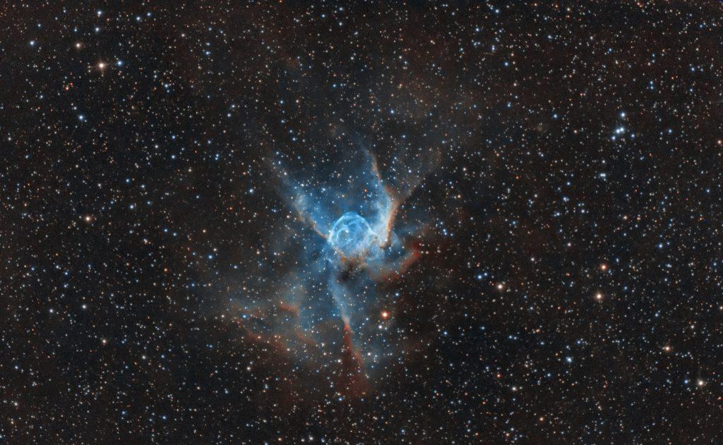 Nebulosa Elmo di Thor undici ore di fotografie raccolte nell'arco di un mese, fino ad ora il progetto più lungo che abbia intrapreso. Qui vedete il bicolor ottenuto con i due canali in banda stretta unito ai tre canali rgb, anche detto Ha:Oiii:rgb con Canon 600D