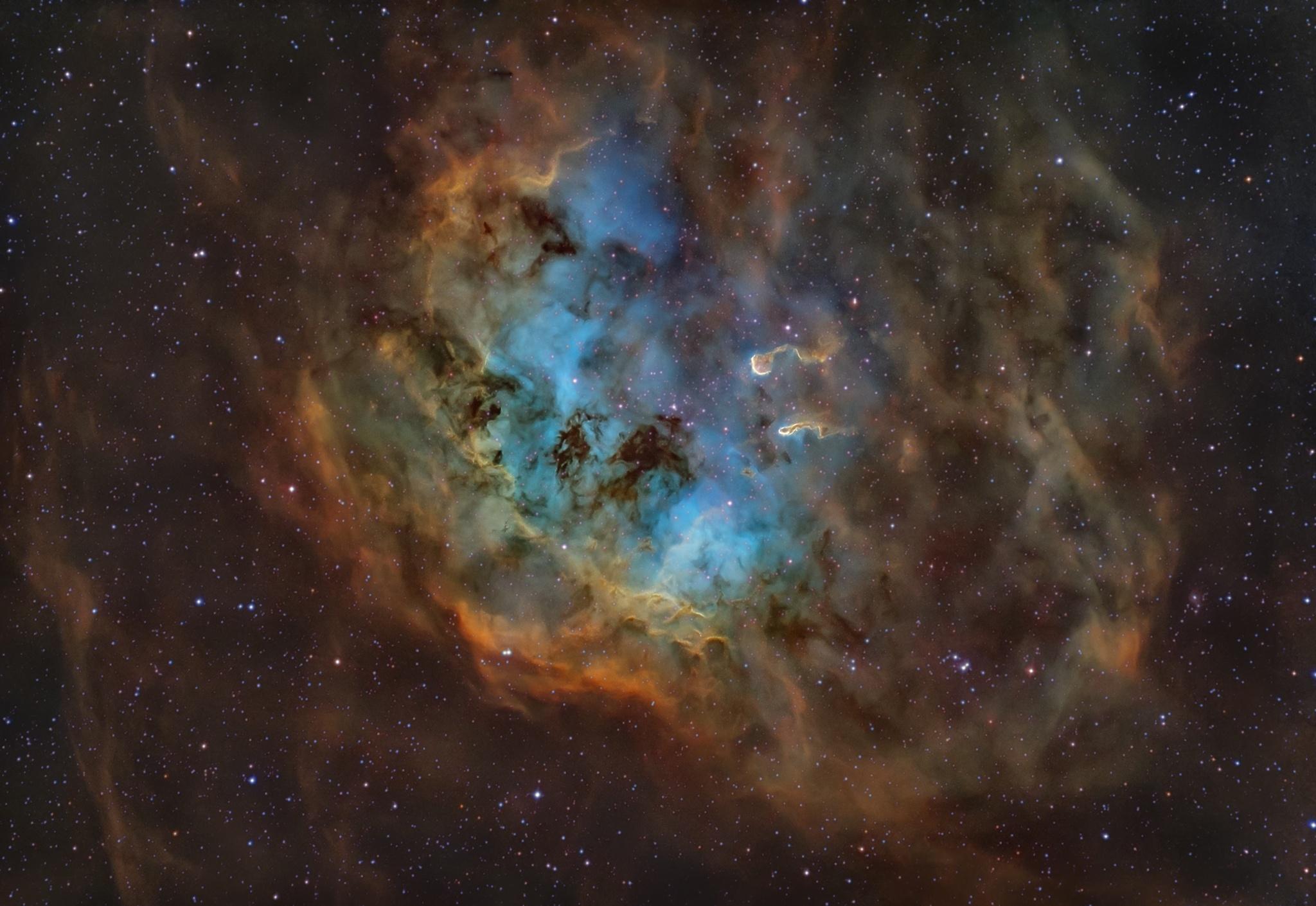 Fotografia e Formazione Adobe Nebulosa Girino - IC410 Montata in Hubble Palette: Sii:HA:Oiii Sky-Watcher 200/800 f4 su AZEQ6-GT ZWO ASI 294 Pro Filtri per banda stretta Optolong