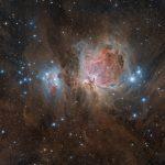 Grande Nebulosa di Orione m42. Ho realizzato l'immagine in queste ultime notti utilizzando un apocromatico Tecnosky da 350mm di lunghezza focale e la mia temeraria Canon 600D che apparentemente sembra resistere bene anche al ghiaccio. In totale ho raccolto circa 7 ore di scatti rgb. Messier 42 La grande nebulosa di Orione