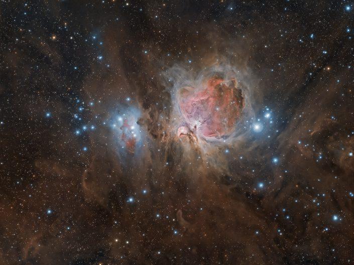 Grande Nebulosa di Orione. Ho realizzato l'immagine in queste ultime notti utilizzando un apocromatico Tecnosky da 350mm di lunghezza focale e la mia temeraria Canon 600D che apparentemente sembra resistere bene anche al ghiaccio. In totale ho raccolto circa 7 ore di scatti rgb.