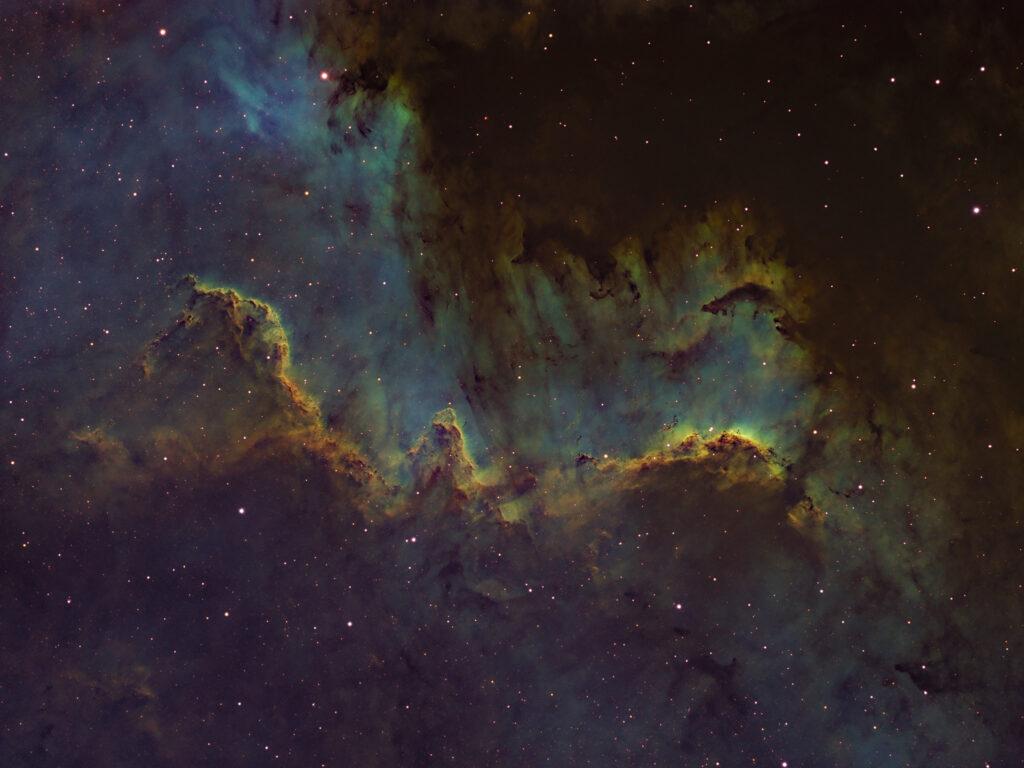 Il Muro del Cigno in Hubble Palette Nebulosa Muro del Cigno parte della Nebulosa Nord America NGC 7000 o C 20 astrofotografia hubble palette