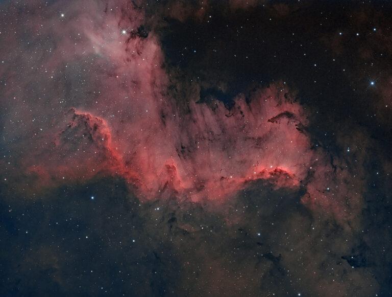 Nebulosa Muro del Cigno parte della Nebulosa Nord America NGC 7000 o C 20