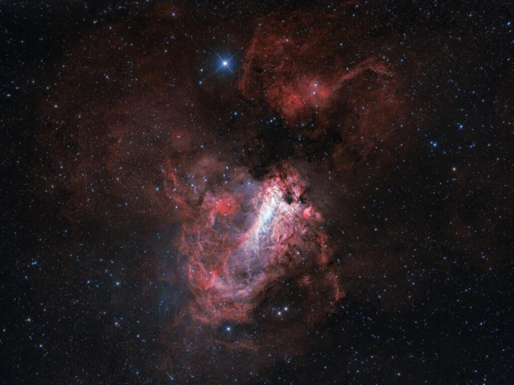 Nebulosa Omega M 17 in H-Alpha 7nm ha 200/800 astrofotografia banda stretta narrowband oiii bicolor HOO