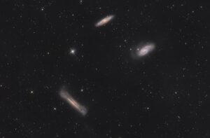Tripletto del Leone (Gruppo di M66) M66, M65 e NGC 3628 in LRGB fotografato con 200/800 SkyWatcher e QHY 268M QHYCCD mono monocromatica Astrofotografia sul Tripletto del Leone M66
